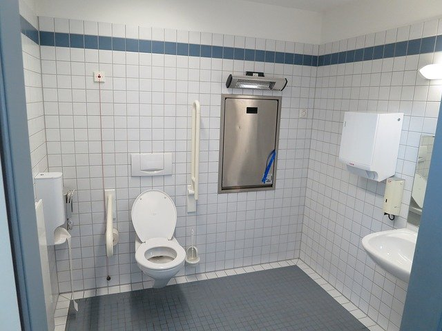 Tips on Bathroom Safety for Elderly – with FREE Printable Checklist